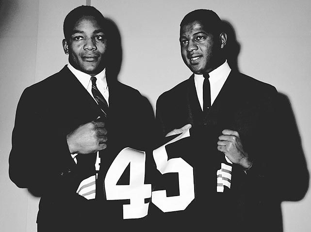 Jim Brown (izq.) y Ernie Davis